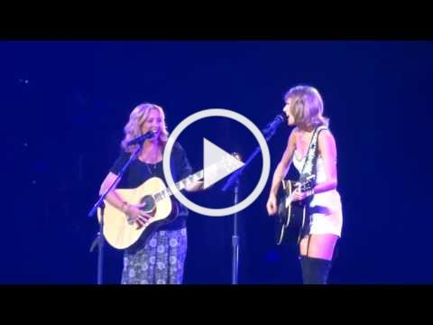 Phoebe teaching Taylor Swift how to sing Smelly Cat