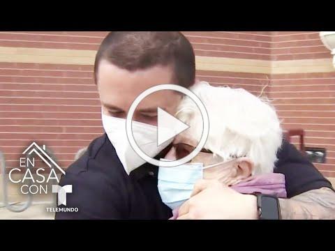 Nieto aplica la vacuna contra el COVID-19 a su abuela tras un año de no verse | Telemundo