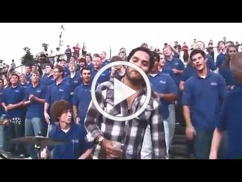 """Lenny Kravitz crashes the VOP Choir in New Orleans for """"Fly Away"""""""