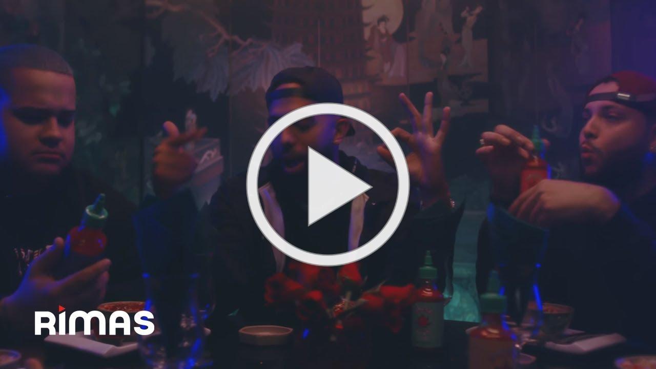 Vida Buena - Eladio Carrion ( Video Oficial )