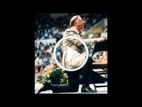 God's Generals Treasure: Kenneth Hagin Prophesying