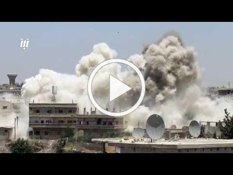 قصف بالبراميل المتفجرة وصواريخ الفيل على حي طريق السد بمدينة درعا